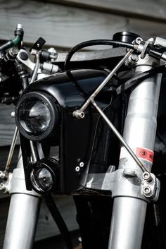 Take a have a look at a number of of my favourite builds - distinctive scrambler designs lik. Dominator Scrambler, Scrambler Custom, Custom Cafe Racer, Cb550, Cafe Racer Headlight, Motorcycle Headlight, Cafe Racer Motorcycle, Cb400 Cafe Racer, Suzuki Cafe Racer