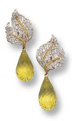 Orecchini pendenti in oro bianco diamanti e quarzo citrino di Buccellati