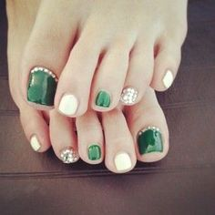 Cute idea for St. Patrick's day was the description. Seriously, who sees your feet on this day?!