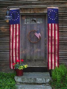 Love these simple patriotic decorations.  Very elegant, but very simple. #patriotic #home
