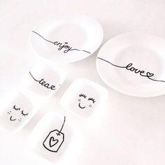 Met porseleinstiften maak je heel makkelijk je eigen servies. In dit blog de 10 leukste DIY voorbeelden om je te inspireren.