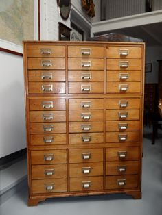Grenenhouten kast met 33 lades - Nederland - ca. 1920 - Catawiki Cubbies, Filing Cabinet, Man Cave, Cabinets, Storage, Wood, House, Furniture, Design