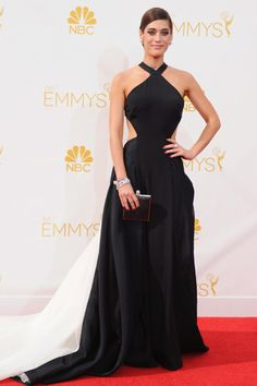 Red Carpet: La 66 Edición de los Primetime Emmy Awards  LIZZY CAPLAN