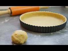 sweetened shortcrust pastry in 5 minutes In-table 200 g flour 100 g butter and . Bread And Pastries, Köstliche Desserts, Delicious Desserts, Shortcrust Pastry, Eclair, Desert Recipes, Food Inspiration, Love Food, Sweet Recipes