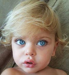 Baby Kind, Cute Baby Girl, Cute Babies, Baby Boy, Beautiful Children, Beautiful Babies, Kids Around The World, Beautiful Blue Eyes, Cute Baby Pictures
