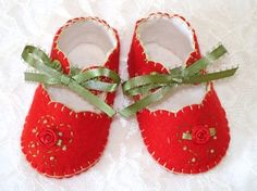 These are made with the Simplicity vintage pattern in two layers of felt
