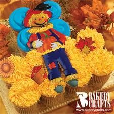 Scarecrow Fun cupcakes by Bakery Crafts® Pull Apart Cake, Pull Apart Cupcakes, Fun Cupcakes, Cupcake Cakes, Cupcake Ideas, Thanksgiving Cupcakes, Autumn Cupcakes, Cupcake Wreath, Dorm Room Crafts