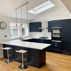 Kitchen Room Design, Modern Kitchen Design, Kitchen Layout, Home Decor Kitchen, Interior Design Kitchen, Kitchen Colors, Open Plan Kitchen Dining Living, Open Plan Kitchen Diner, Living Room Kitchen
