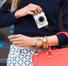 Cơ Hội Mua Đồng Hồ Đeo Tay Nữ Giá Rẻ Nhất Trong Năm Hiện nay nhu cầu mua đồng hồ đeo tay nữ của phái đẹp tăng lên rất cao, đa số phụ nữ hiện đại ngày nay điều muốn lựa chọn cho riêng mình những chiếc đồng hồ đeo tay phù hợp nhất. Vậy làm sao để mua đồng hồ đeo tay nữ tốt nhất dành cho mình? Câu hỏi này sẽ được chúng tôi giải thích vào cuối bài viết này.