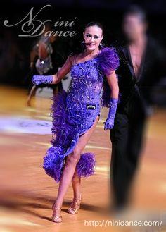 社交ダンスウェアNiniDance:D039羽根とビーズフリンジがリッチな紫ラテンドレス