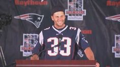 Watch Tom Brady, In Kevin Faulk Jersey, Surprise Fans At Patriots Hall Ceremony