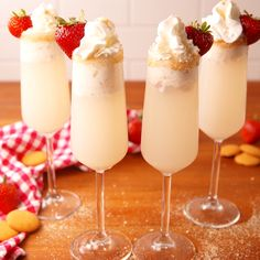 Strawberry Shortcake Mimosas When plain ol' orange juice just won't cut it. Strawberry Shortcake Mimosas are the best way to Dessert Drinks, Party Drinks, Fun Drinks, Alcoholic Drinks, Beverages, Party Shots, Oreo Dessert, Brunch Recipes, Cocktail Recipes