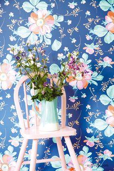 Het Deense lifestyle merk #RICE heeft samen met #Eijffinger een vrolijke & stijlvolle #behang collectie ontwikkeld! #pink #wallpaper