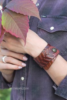 Orange Brown Leather Cuff Bracelet for Women Ladies, 1.6 inches wide, Fern Ornaments, Botanical  Style