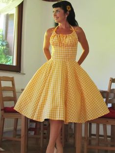 Very classic rockabilly dress! Yellow and white gingham rockabilly dress with gathered bust to be adjusted with a green ribbon to your bust