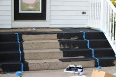 porch paint ideas How to Paint Your Concrete Porch Steps - easy and inexpensive way to give your home a facelift - via Proverbs 31 Girl Painted Concrete Steps, Painted Porch Floors, Concrete Front Steps, Painted Front Porches, Cement Steps, Porch Paint, Porch Flooring, How To Paint Concrete, Exterior Concrete Paint