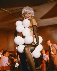 Joanne Woodward as Lila in: 'The Stripper. Classic Hollywood, In Hollywood, Paul Newman Joanne Woodward, Hollywood Costume, Exotic Dance, Faye Dunaway, Valley Of The Dolls, Showgirls, Color Photography