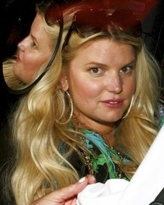 Jessica Simpson arrived at The Beverly Hills hotel yesterday to celebrate her 32nd birthday