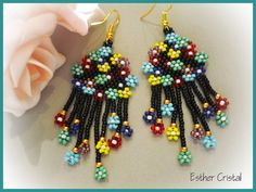 ESTHER CRISTAL: Pulsera Natural fusion de Fdekszer Flower Bracelet, Flower Earrings, Beaded Earrings, Drop Earrings, Brick Stitch, Jewelry Patterns, Beaded Flowers, Jewelry Crafts, Dangles
