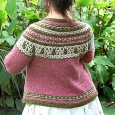 Ravelry: Joining Bees and Things pattern by bunnymuff - Mona Zillah Fair Isle Knitting, Easy Knitting, Drops Design, Knit Stranded, Icelandic Sweaters, Knitting Books, Bind Off, Knit In The Round, Cardigan Pattern