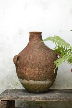 This jar would be great outside or in from a porch to dining room.From a colonial home in San Cristobal de las Casas Pottery Bowls, Ceramic Bowls, Ceramic Pottery, Pottery Art, Ceramic Art, Terracotta Pots, Wabi Sabi, Earthenware, Decoration