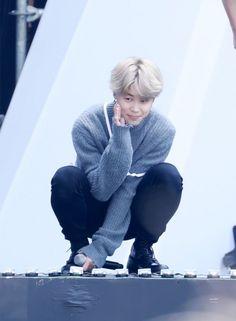32 bức ảnh với dáng ngồi 'Asian squat' đáng yêu hết cỡ của Jimin (BTS) - TinNhac.com