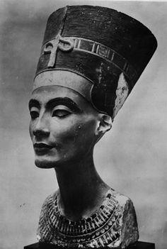 Nefertiti | statue of nefertiti the egyptian queen nefertiti was the wife of ...