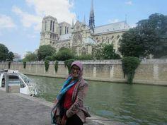 Parisienne hijabers.. #parisienne #hijab #zarablazer #bottegavenettaglasses #zarapants #ootd #fashion