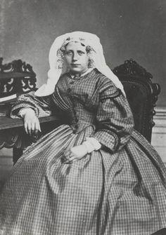 Vrouw in streekdracht uit Rozenburg ca 1860 #Rozenburg #ZuidHolland