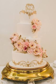 32 Jaw-Droopingly Beautiful Wedding Cake Designs: http://www.modwedding.com/2014/10/16/32-jaw-droopingly-beautiful-wedding-cake-designs/ #wedding #weddings #wedding_cake Featured Wedding Cake: Anna Elizabeth Cakes;
