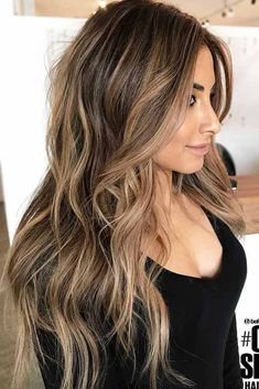 If you are looking for some spring hair color ideas for brunettes balayage, you can have a look at the collection we have got for you over here. Take a look to the page. Best Brunette Hair Color, Brunette Hair Color With Highlights, Brown Blonde Hair, Hair Color Balayage, Ombre Hair, Balayage Brunette Long, Caramel Hair Highlights, Bronde Balayage, Bronde Haircolor