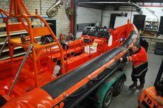 Renovatie reddingboot De Gooier bijna afgerond. Komende weken: plaatsing plotter, antislip op dek en tube reparatie.