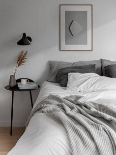 Scandinavian Interior Bedroom, Scandi Bedroom, Room Ideas Bedroom, Bedroom Inspo, Scandinavian Apartment, Minimal Apartment Decor, Modern Minimalist Bedroom, Modern Bedroom, Minimal Bedroom Design