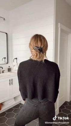 Clip Hairstyles, Messy Hairstyles, Pretty Hairstyles, Cut Her Hair, Hair Cuts, Hair Inspo, Hair Inspiration, Medium Hair Styles, Long Hair Styles