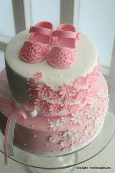 Cupcake: Sapatinhos e lucky charms! Baby Cakes, Baby Shower Cakes, Gateau Baby Shower, Baby Shower Desserts, Cupcake Cakes, Beautiful Cakes, Amazing Cakes, Fondant Baby, Cute Cakes