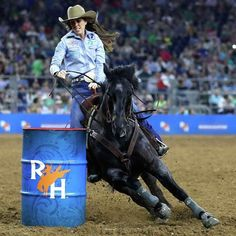 Have we mentioned yet that is one of our favorite people ever? We're pretty sure we have! The 2017 Barrel Racing World Champion is on fire after winning the Super Series Barrel Racing Championship. Cowgirl And Horse, Sexy Cowgirl, Horse Love, Cowgirl Chic, Barrel Racing Horses, Barrel Horse, Horse Racing, Woman Riding Horse, Rodeo Events