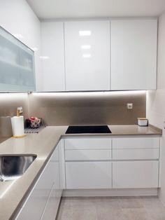 84 veces he visto estas buenas cocinas rusticas. Simple Kitchen Design, Kitchen Room Design, Kitchen Layout, Home Decor Kitchen, Kitchen Interior, Home Kitchens, Contemporary Kitchen Inspiration, White Kitchen Inspiration, Contemporary Kitchen Design