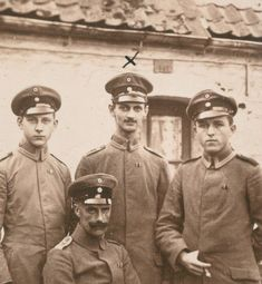 WWI, father of Anne Frank (middle) fighting for Germany.