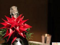 Los mejores detalles navideños son los que creas tú personalmente. Mira cómo montar una flor de invierno para decorar botellas o servilleteros. ¡Súper fácil! http://tiendamerceria.blogspot.com.es/2015/12/como-hacer-una-flor-de-invierno-navidena.html #christmas #navidad #deco