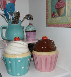 Cupcake cookie jars
