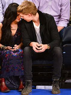 Vanessa Hudgens and boyfriend Austin Butler show major public display of affection at Madison Square Garden Vanessa Hudgens And Austin Butler, Vanessa Hudgens Style, You Smile, Relationship Goals Examples, Cute Relationships, Romantic Couples, Cute Couples, Teen Wolf, Cute Celebrities