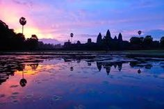 Angkor Sunrise Discovery by bike – Day trips in Angkor Wat / Siem Reap | One of the best times to see Angkor temples is in the soft light of the morning sun. On this tour you'll visit the temples at sunrise while riding the hidden trails to avoid the crowds!