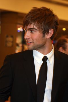 Google Image Result for http://upload.wikimedia.org/wikipedia/commons/9/9f/Chace_Crawford.jpg