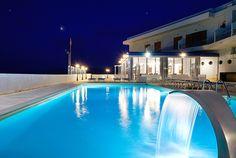esterno ristorante Hotel La Battigia con piscina