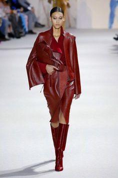 Akris Fall 2018 Ready-to-Wear Fashion Show Collection: See the complete Akris Fall 2018 Ready-to-Wear collection. Look 17 Red Fashion, Fashion 2018, Leather Fashion, Look Fashion, Runway Fashion, Autumn Fashion, Fashion Outfits, Womens Fashion, Fashion Tips