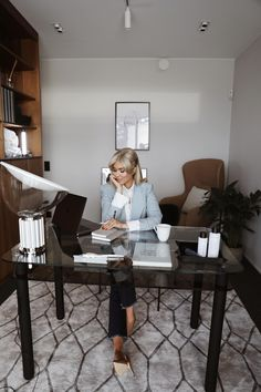 Small Office Decor, Home Office Decor, Home Decor, Start A Business From Home, Home Outfit, Office Looks, Office Fashion, Business Women, Business Attire