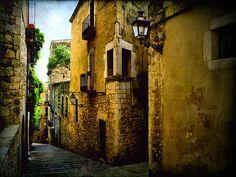 Streets of Girona (XIV) by ToniVC, via Flickr