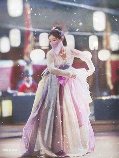 Kim Yoo-jung : Moonlight Drawn By Clouds 2016 Korean Hanbok, Korean Dress, Korean Outfits, Korean Traditional Dress, Traditional Outfits, Love In The Moonlight Kdrama, Kim Joo Jung, Moonlight Drawn By Clouds, Moon Lovers