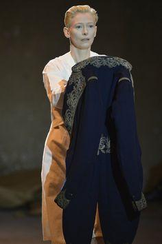 """Tilda Swinton """"The Impossible Wardrobe"""" SANS GRIFFE, VESTE D'APPARAT DE NAPOLEON IER, 1805-1815 COLLECTION GALLIERA"""