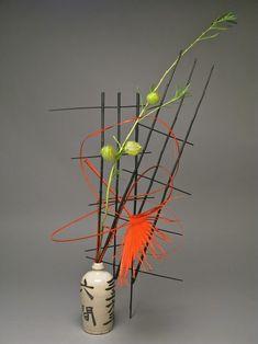 Contemporary Flower Arrangements, Chocolate Showpiece, Sogetsu Ikebana, Sake Bottle, Ikebana Arrangements, Amazing Flowers, Japanese Art, Flower Designs, Flower Art